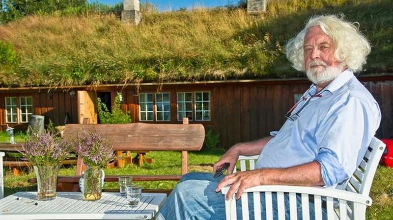 Med Edvard Hoem til hans litterære rike i Romsdal